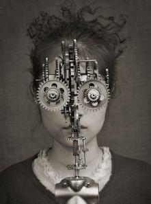 la-chica-con-el-rostro-de-dispositivo-de-engranajes