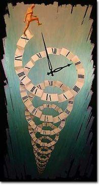 reloj-en-espiral-colgando-del-techo