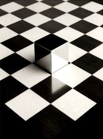 B&W square floor & cube - 01